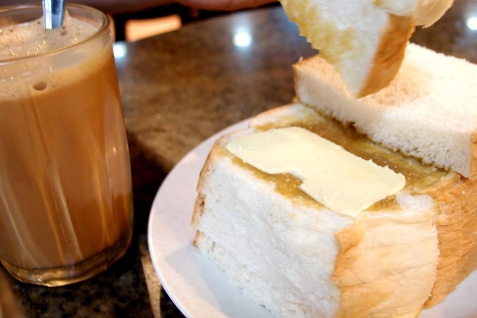 沙巴(Sabah)-富源茶餐廳(Fook Yuen):拉茶(Tea Tarik)和吐司夾(Butter  Kaya)-熱情導遊帶吃喝-蜜月遊記